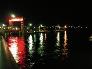 今治港。向こうには、ライトアップされた『しまなみ海道』